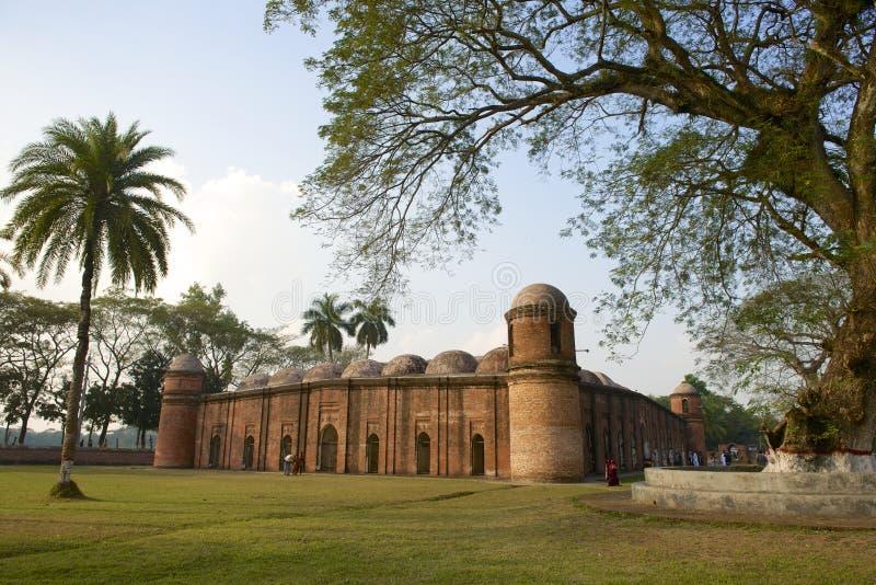 Μουσουλμανικό τέμενος Gombuj Shat εξωτερικό σε Bagerhat, Μπανγκλαντές στοκ εικόνα με δικαίωμα ελεύθερης χρήσης