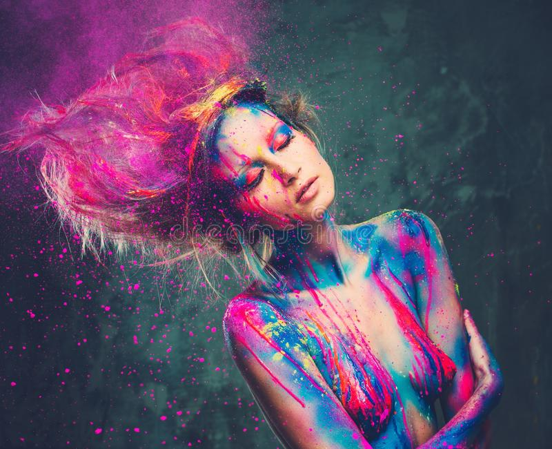 Μούσα γυναικών με το δημιουργικό σώμα AR στοκ φωτογραφίες
