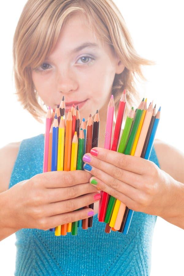 Μολύβια χρώματος στα χέρια στοκ εικόνα με δικαίωμα ελεύθερης χρήσης