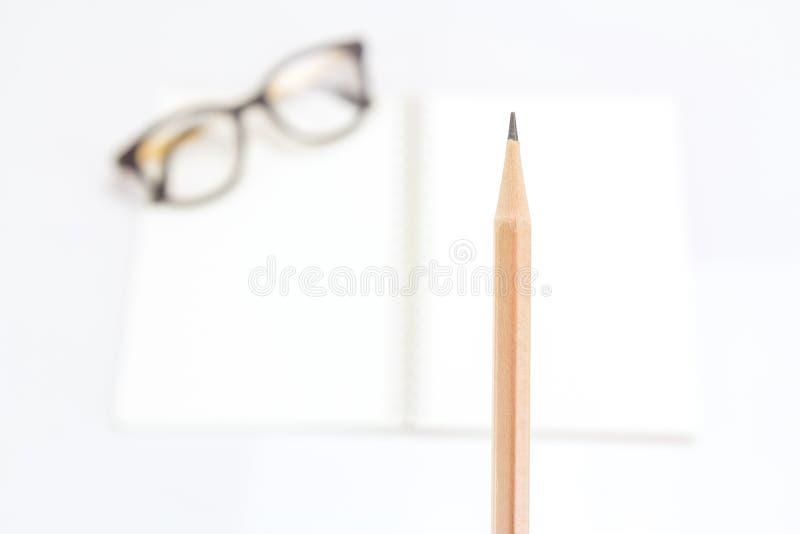 Μολύβι με τα γυαλιά σημειωματάριων και ματιών στοκ φωτογραφία με δικαίωμα ελεύθερης χρήσης
