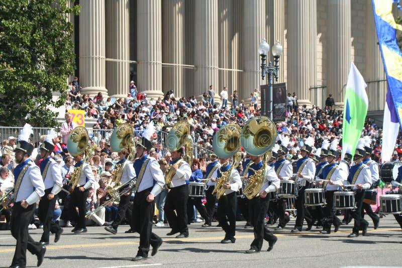 Μπάντα Tubas στην παρέλαση στοκ φωτογραφία