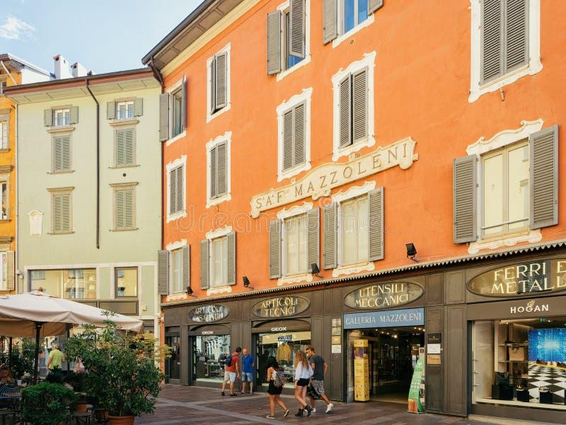 Μπέργκαμο, Ιταλία - 22 Αυγούστου 2016: Στοά Mazzoleni Galleria επάνω μέσω ΧΧ οδού Settembre στη χαμηλότερη πόλη του Μπέργκαμο στη στοκ φωτογραφία