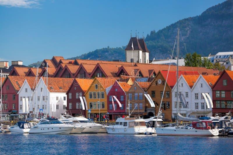 Μπέργκεν με τις βάρκες στη Νορβηγία, περιοχή παγκόσμιων κληρονομιών της ΟΥΝΕΣΚΟ στοκ εικόνα με δικαίωμα ελεύθερης χρήσης