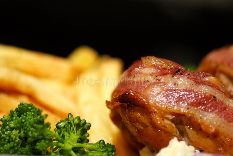 Download μπέϊκον γεμισμένη τυρί Τουρκία Στοκ Εικόνα - εικόνα από απομονωμένος, εύγευστος: 1528317