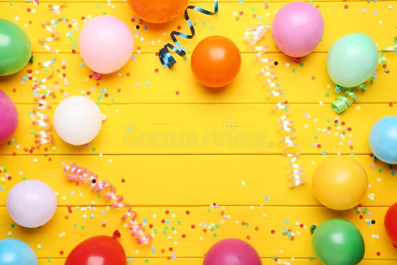 Μπαλόνια με το κομφετί στοκ εικόνες