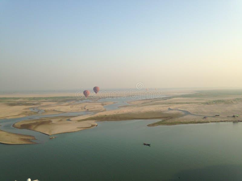 Μπαλόνια πέρα από Bagan στοκ εικόνα με δικαίωμα ελεύθερης χρήσης