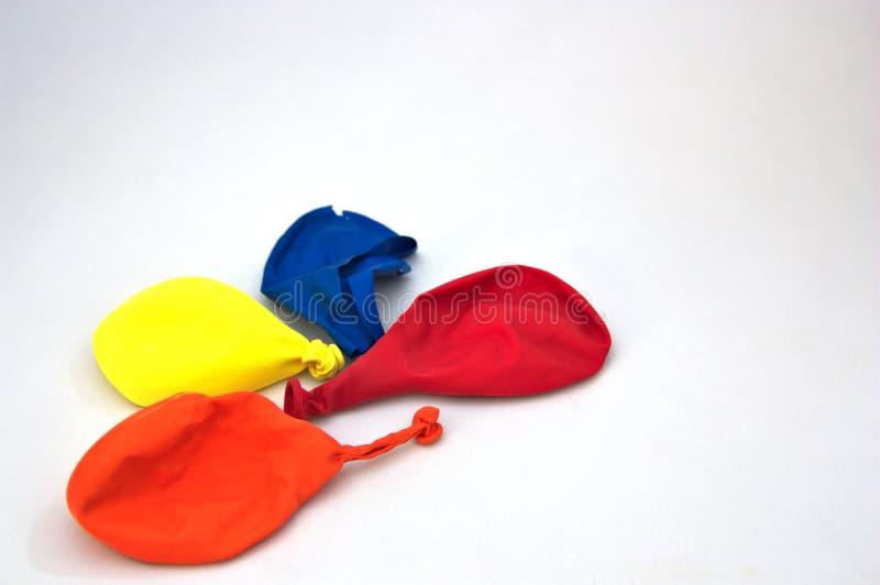 Μπαλόνια που χρησιμοποιούνται σε έναν άσπρο πίνακα στοκ φωτογραφία με δικαίωμα ελεύθερης χρήσης