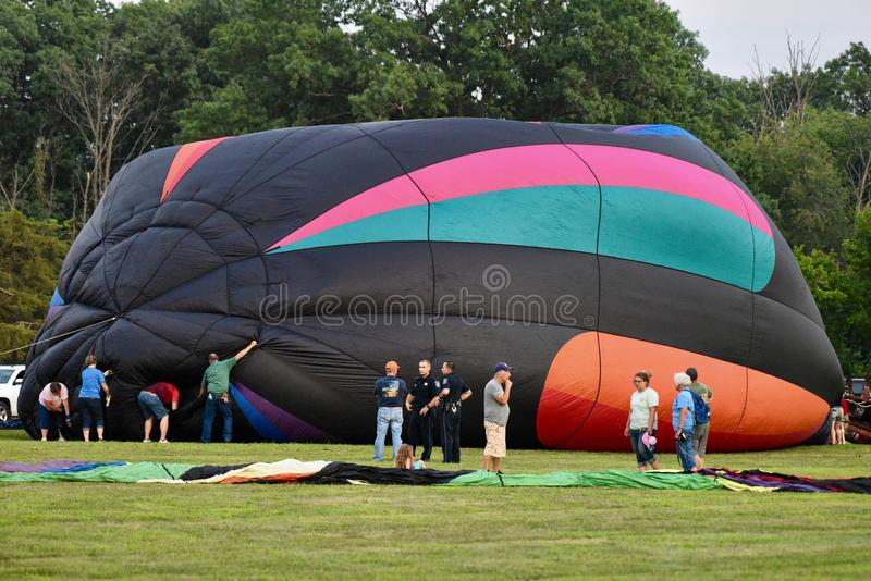Μπαλόνι ζεστού αέρα που διογκώνεται με τον κρύο αέρα #2 στοκ εικόνα με δικαίωμα ελεύθερης χρήσης
