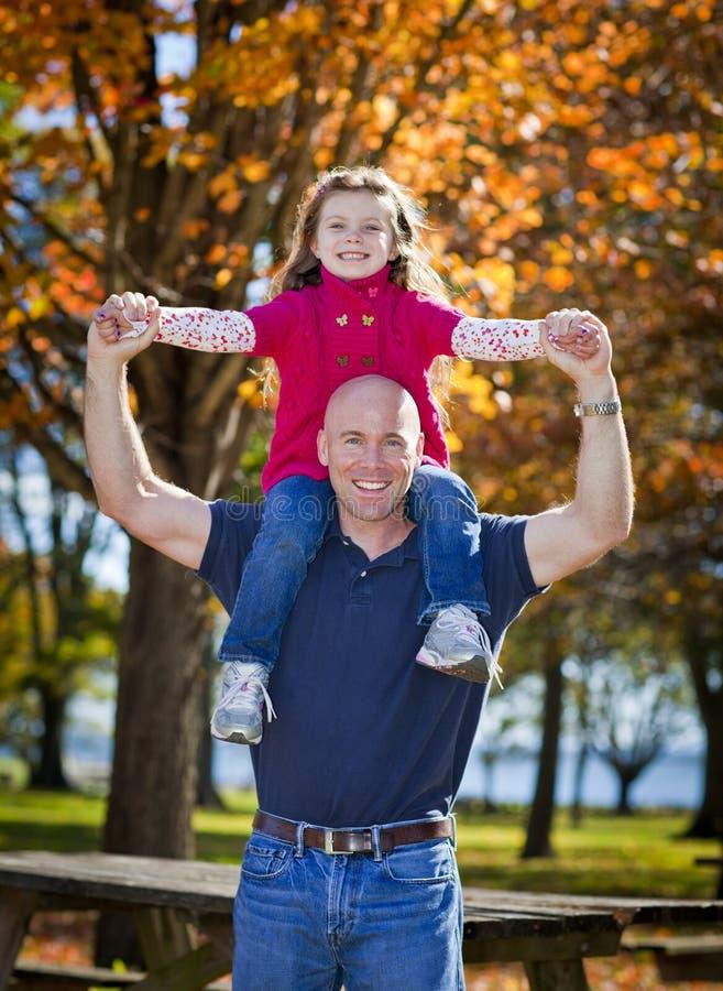 Μπαμπάς και κόρη στοκ εικόνες με δικαίωμα ελεύθερης χρήσης