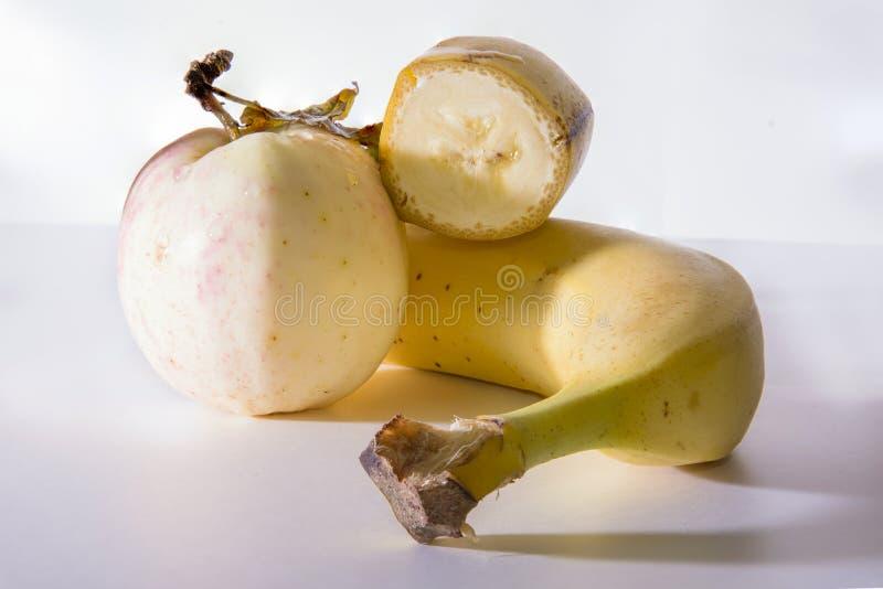 Μπανάνα και μήλο στοκ εικόνες