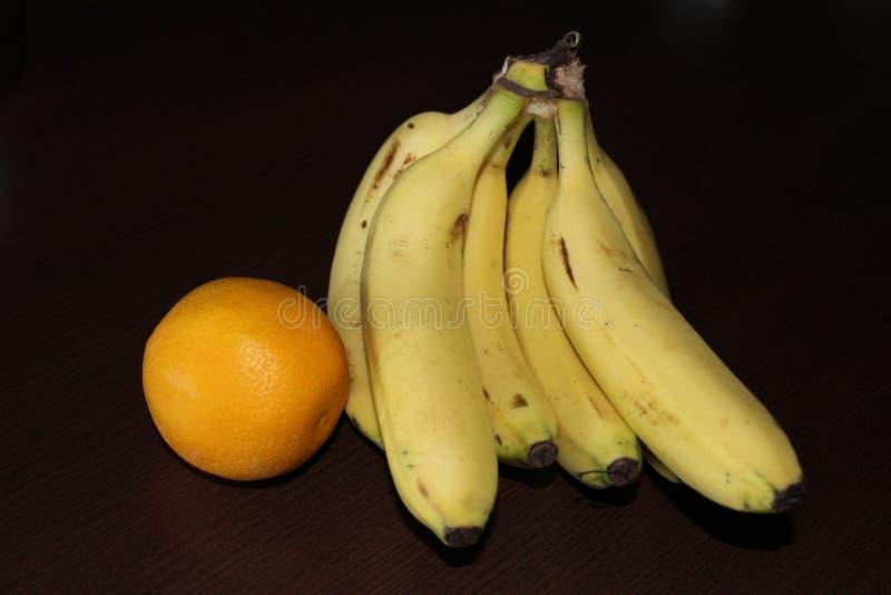 Μπανάνα και πορτοκάλι στοκ φωτογραφία με δικαίωμα ελεύθερης χρήσης