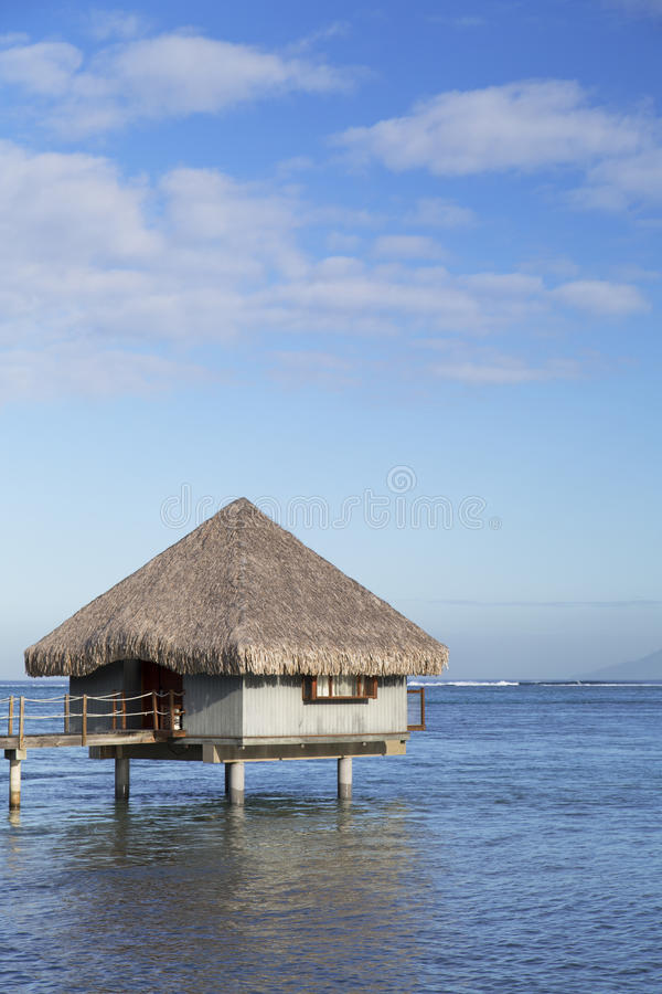 Μπανγκαλόου Overwater στο ξενοδοχείο LE Meridien Ταϊτή, Pape'ete, Ταϊτή, γαλλική Πολυνησία στοκ φωτογραφία με δικαίωμα ελεύθερης χρήσης