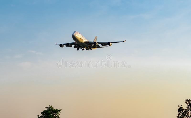 ΜΠΑΝΓΚΟΚ, ΤΑΪΛΑΝΔΗ 3 ΔΕΚΕΜΒΡΊΟΥ 2018: Αερογραμμές συμμαχίας αστεριών Ο επιβάτης αεροπλάνου προσγειώνεται στον αερολιμένα Suvarnab στοκ εικόνα