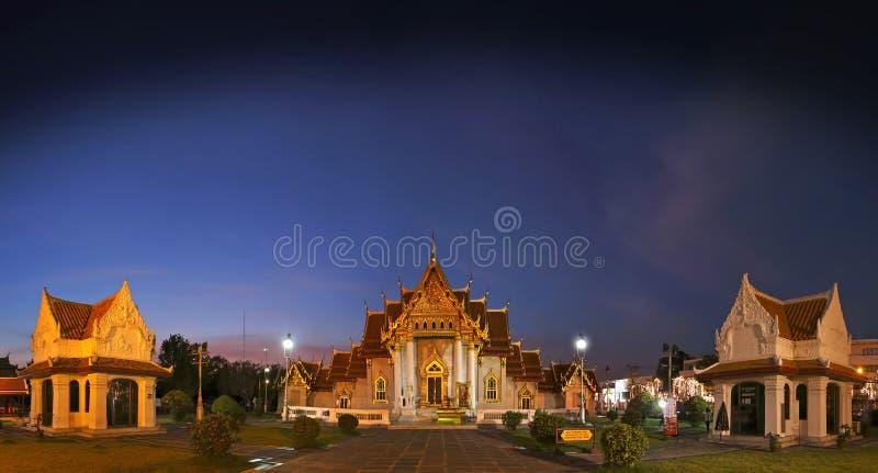 ΜΠΑΝΓΚΟΚ, ΤΑΪΛΑΝΔΗ - 18 Δεκεμβρίου 2015: Wat Benchamabophit ο μαρμάρινος ναός στοκ φωτογραφία με δικαίωμα ελεύθερης χρήσης