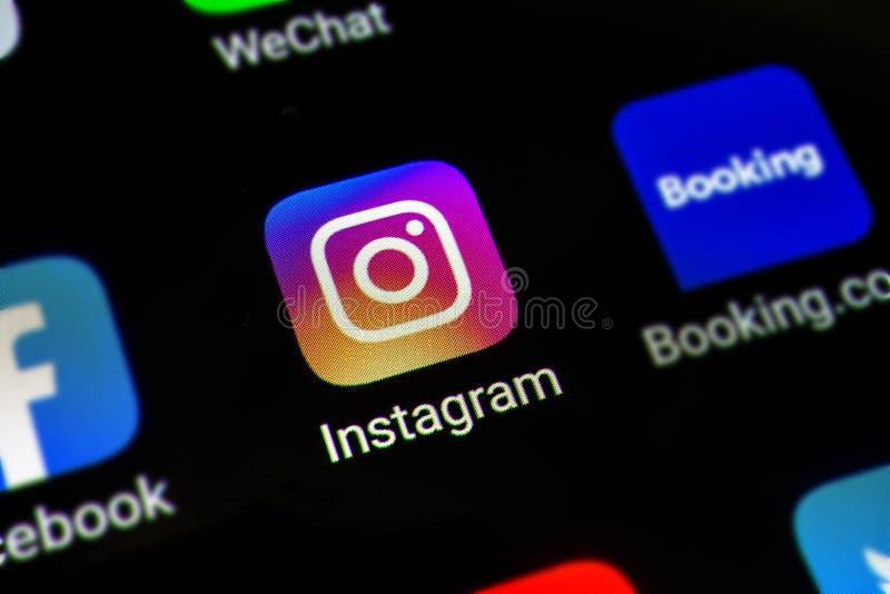 Μπανγκόκ, Ταϊλάνδη - 15 Ιουνίου 2019: Μακρο φωτογραφία του εικονιδίου εφαρμογής Instagram σε μια οθόνη smartphone App Instagram ε στοκ εικόνες