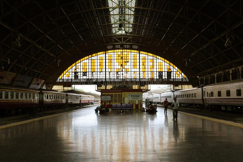 Μπανγκόκ, 16,2019 Ταϊλάνδη-Ιουνίου: Πλατφόρμα Hua Lamphong, το κύριο τερματικό τραίνων σιδηροδρομικών σταθμών ραγών στη Μπανγκόκ, στοκ φωτογραφίες