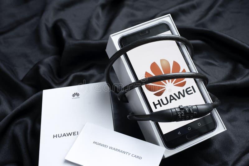 Μπανγκόκ, Ταϊλάνδη - 23 Μαΐου 2019: Τηλέφωνα Huawei με τους αποκωδικοποιητές με το κιβώτιο και την εξουσιοδότηση, θέματα ασφαλεία διανυσματική απεικόνιση