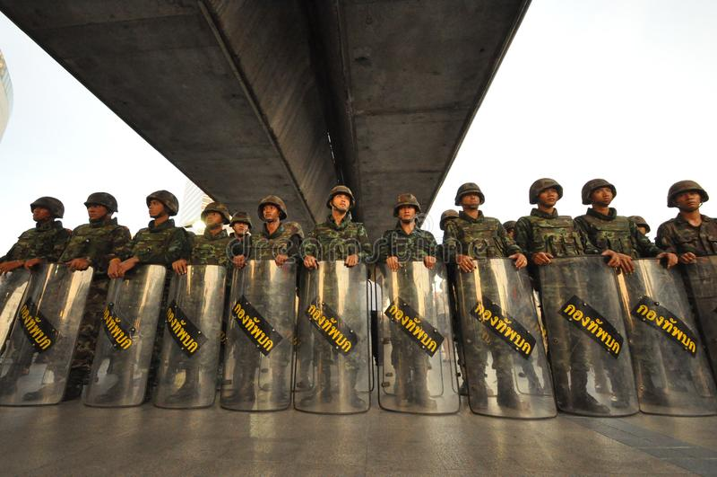 Μπανγκόκ/Ταϊλάνδη - 05 24 2014: Ο στρατός και η αστυνομία παίρνουν τον έλεγχο Pathum ωχρό στοκ φωτογραφίες με δικαίωμα ελεύθερης χρήσης
