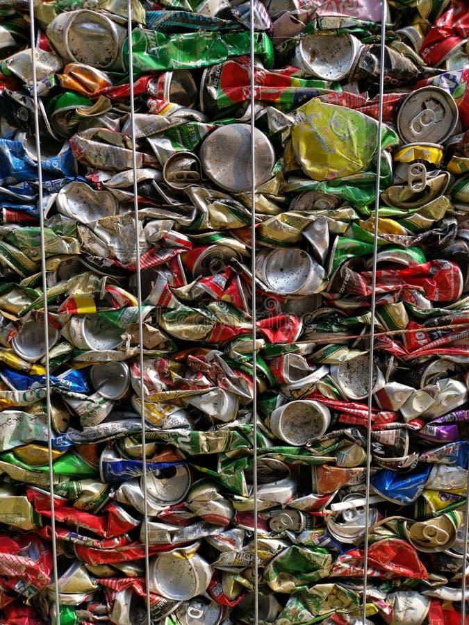 Μπανγκόκ, Ταϊλάνδη - 20 Σεπτεμβρίου 2018: ο σωρός των παλαιών δοχείων ποτών αργιλίου προετοιμάζεται για ανακύκλωσης στοκ εικόνα