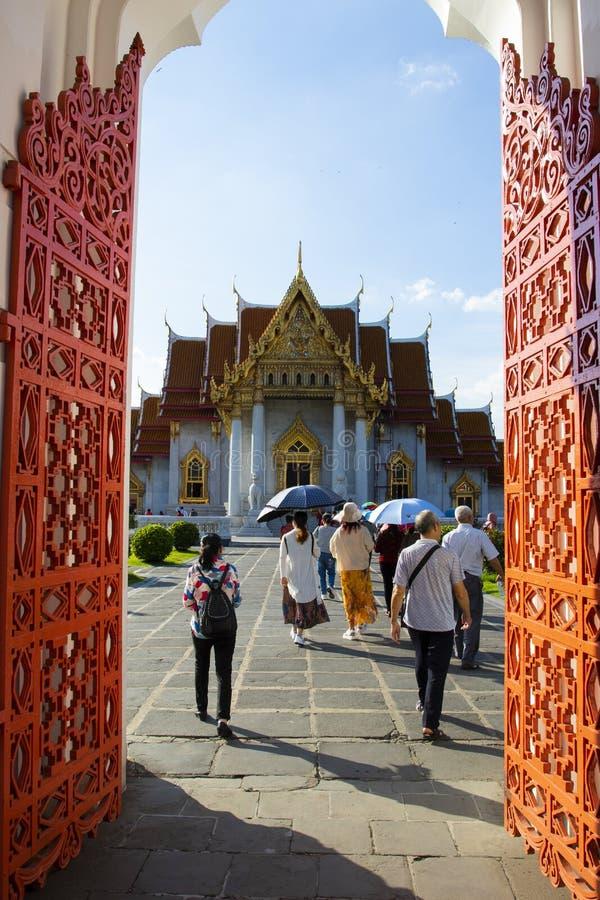 Μπανγκόκ Ταϊλάνδη - october27,2018: ομάδα τουρίστα που περπατά thr στοκ εικόνες