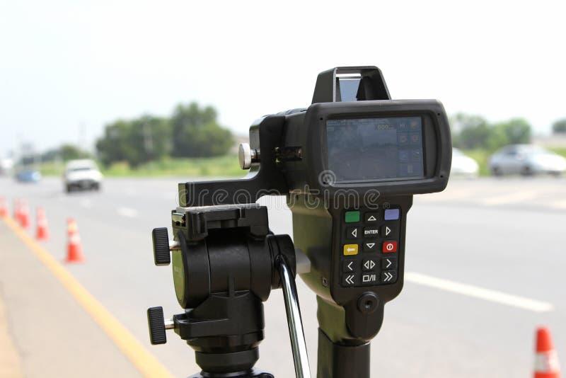 Μπανγκόκ, ΤΑΪΛΑΝΔΗ - 3 Οκτωβρίου 2018: Οδόστρωμα οχημάτων ταχύτητας ορίου εργαλείων εξοπλισμού ηλεκτρονικών συσκευών πυροβόλων όπ στοκ εικόνες με δικαίωμα ελεύθερης χρήσης