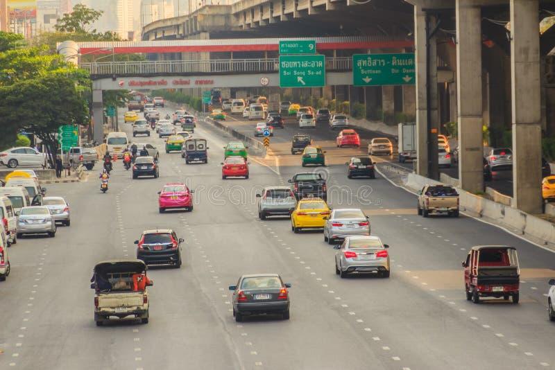 Μπανγκόκ, Ταϊλάνδη - 8 Μαρτίου 2017: Ομαλά κυκλοφορία σε Vibhavad στοκ εικόνα