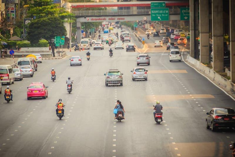 Μπανγκόκ, Ταϊλάνδη - 8 Μαρτίου 2017: Ομαλά κυκλοφορία σε Vibhavad στοκ εικόνα με δικαίωμα ελεύθερης χρήσης