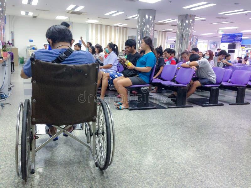 Μπανγκόκ, Ταϊλάνδη το Μάιο του 2017: ο ασθενής και ο επισκέπτης περιμένουν το γιατρό στοκ φωτογραφίες
