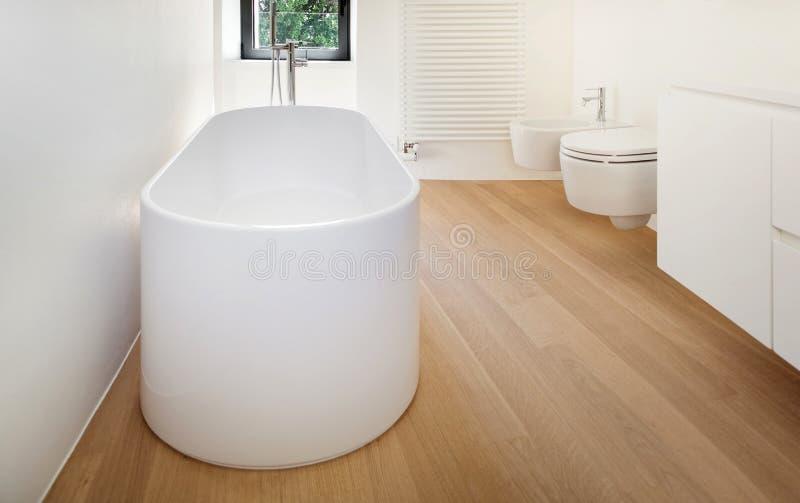 μπανιέρα σύγχρονη στοκ φωτογραφίες με δικαίωμα ελεύθερης χρήσης