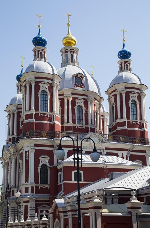 Μπαρόκ εκκλησία Αγίου επιεικής στη Μόσχα, Ρωσία Αυτός ο μεγάλος εκκλησιαστικός σύνθετος χτίστηκε στο δέκατο όγδοο αιώνα στοκ εικόνα με δικαίωμα ελεύθερης χρήσης