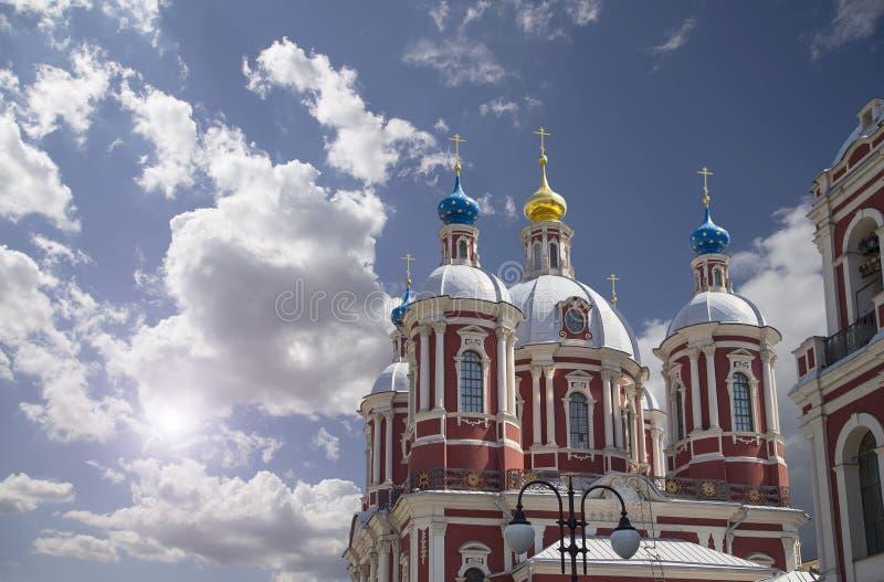 Μπαρόκ εκκλησία Αγίου επιεικής στη Μόσχα, Ρωσία Αυτός ο μεγάλος εκκλησιαστικός σύνθετος χτίστηκε στο δέκατο όγδοο αιώνα στοκ φωτογραφίες