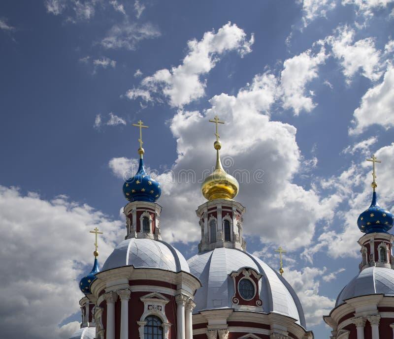 Μπαρόκ εκκλησία Αγίου επιεικής στη Μόσχα, Ρωσία Αυτός ο μεγάλος εκκλησιαστικός σύνθετος χτίστηκε στο δέκατο όγδοο αιώνα στοκ φωτογραφία με δικαίωμα ελεύθερης χρήσης