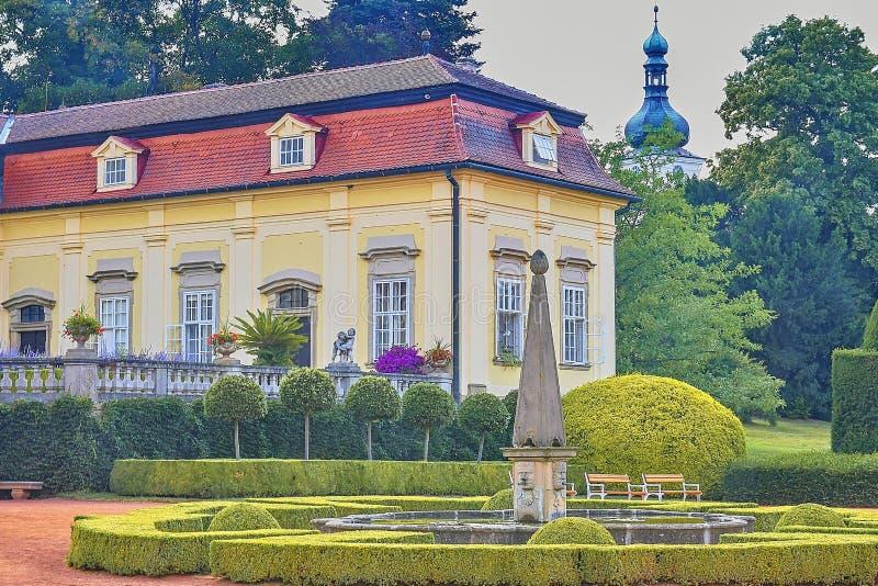 Μπαρόκ κάστρο Buchlovice, Μοραβία, Δημοκρατία της Τσεχίας, άποψη από τον όμορφο κήπο στοκ φωτογραφίες με δικαίωμα ελεύθερης χρήσης