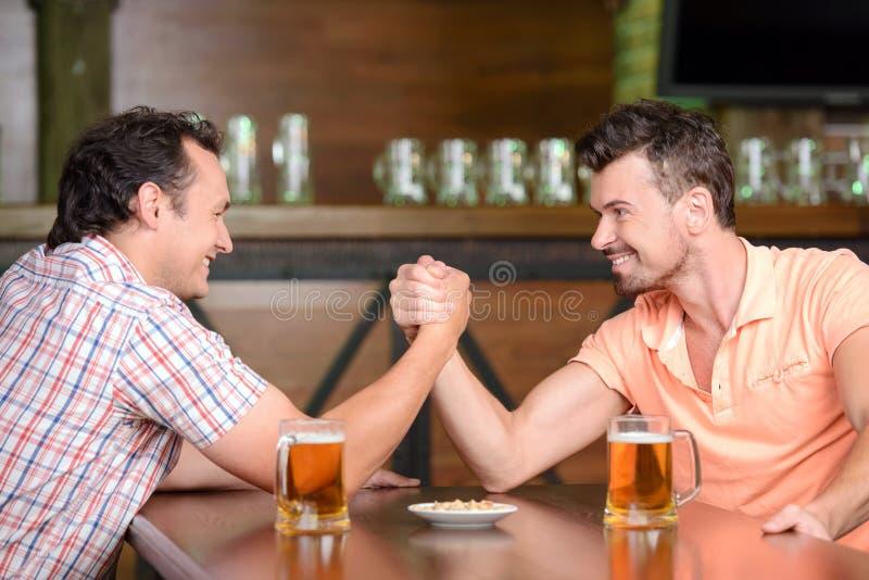 Μπαρ μπύρας στοκ εικόνα με δικαίωμα ελεύθερης χρήσης