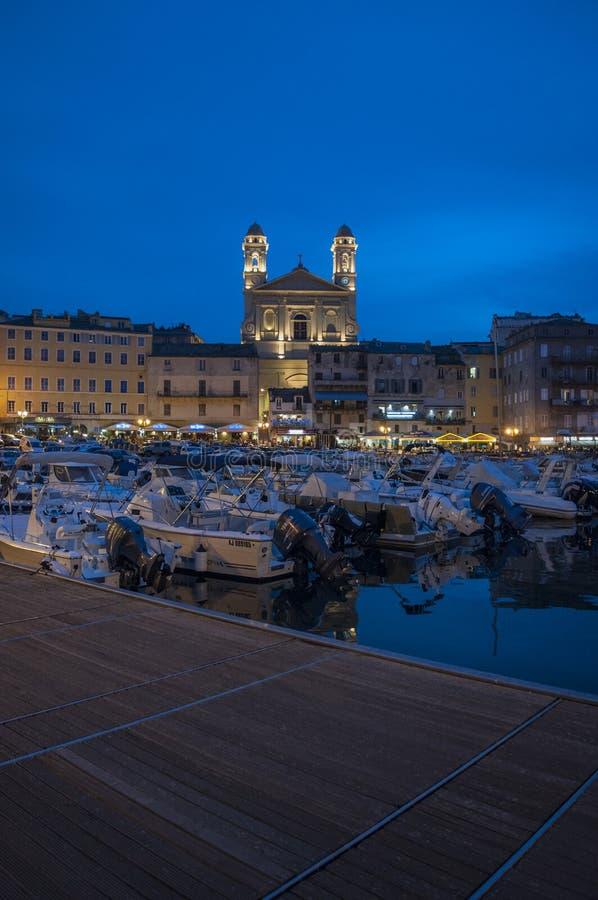 Μπαστία, Κορσική, ΚΑΠ Κορσική, νύχτα, ορίζοντας, παλαιός λιμένας, λιμάνι, βάρκες, εκκλησία στοκ εικόνες