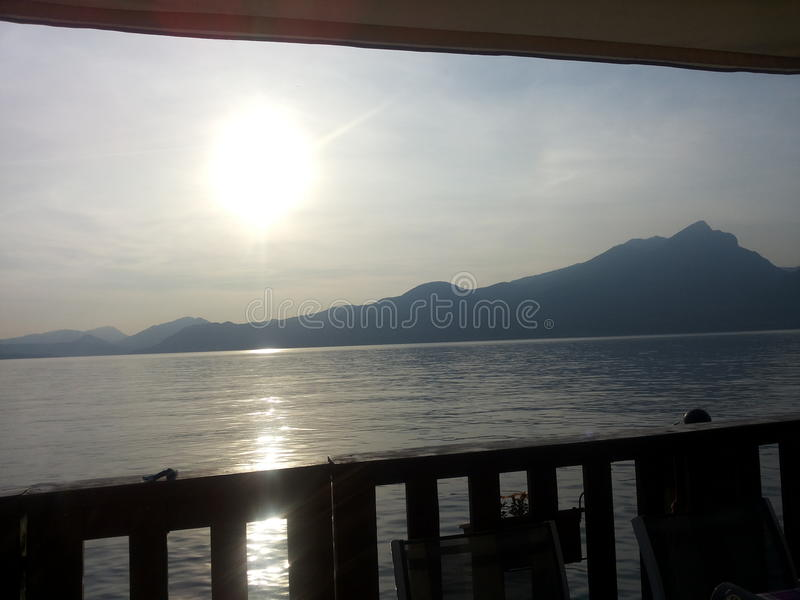 Μπαλκόνι στη λίμνη στοκ εικόνες με δικαίωμα ελεύθερης χρήσης
