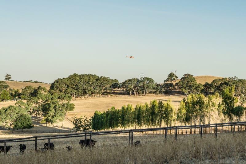 Μπαλτάς προσβολής του πυρός cού πέρα από μια αγροτική ιδιοκτησία στο νότο νότιο στοκ εικόνα με δικαίωμα ελεύθερης χρήσης