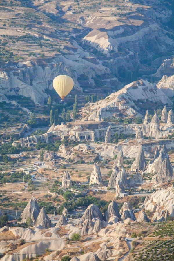 Μπαλόνι ζεστού αέρα σε Cappadocia στοκ εικόνα