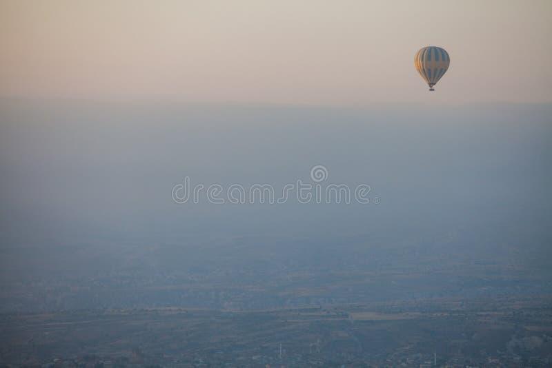 Μπαλόνι ζεστού αέρα σε Cappadocia στοκ φωτογραφίες με δικαίωμα ελεύθερης χρήσης