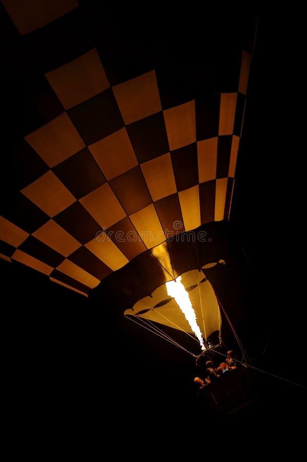 Μπαλόνι ζεστού αέρα στη νύχτα 2 στοκ εικόνες