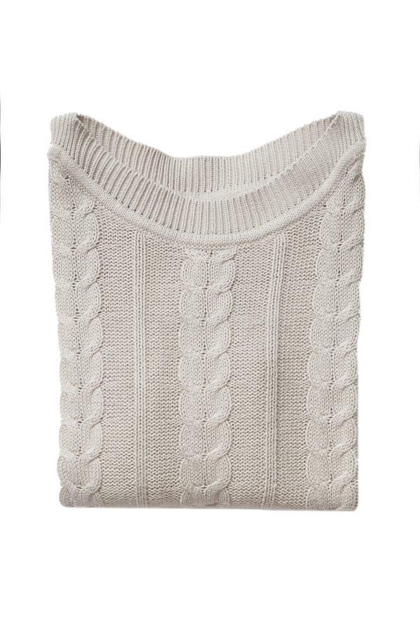 Μπεζ διπλωμένο πουλόβερ που απομονώνεται στοκ εικόνα