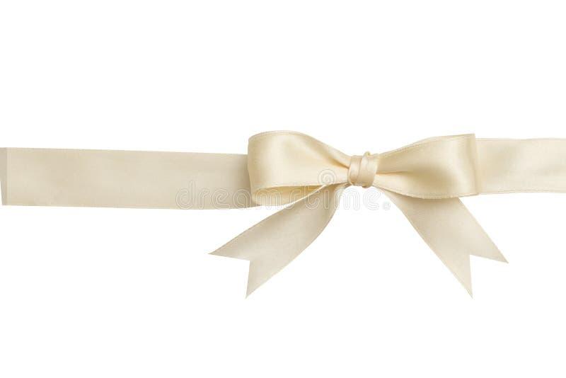 Μπεζ τόξο και κορδέλλα που απομονώνονται στο άσπρο υπόβαθρο στοκ φωτογραφία με δικαίωμα ελεύθερης χρήσης