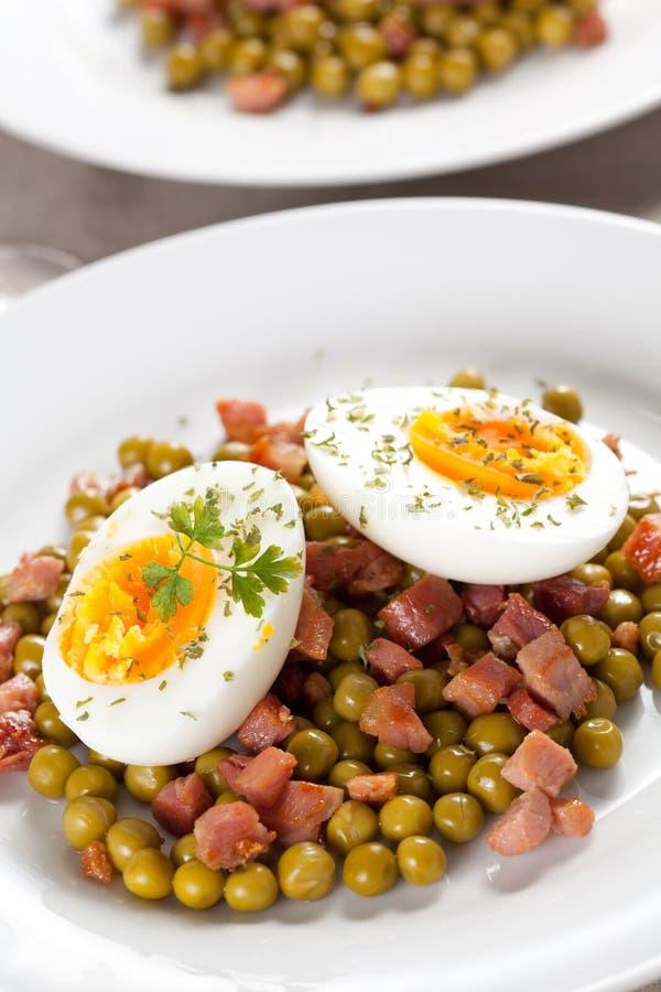 μπιζέλια ζαμπόν αυγών πιάτων στοκ φωτογραφίες με δικαίωμα ελεύθερης χρήσης