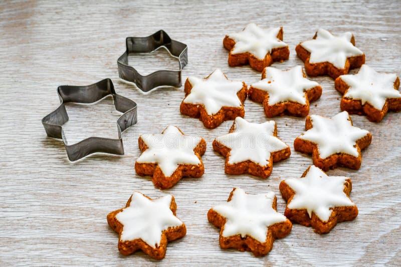 Μπισκότα αστεριών Χριστουγέννων στοκ φωτογραφία