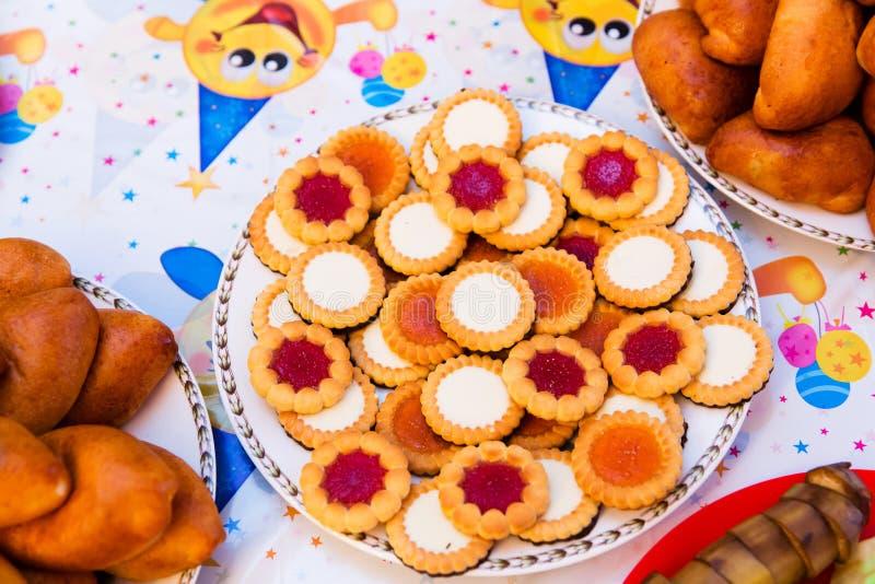 Μπισκότα για γενέθλια των παιδιών στοκ εικόνες