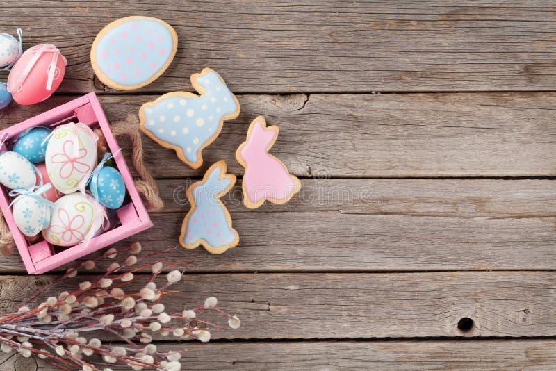 Μπισκότα και αυγά μελοψωμάτων Πάσχας στοκ φωτογραφία με δικαίωμα ελεύθερης χρήσης