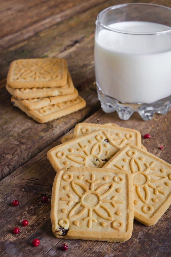 Μπισκότα και γάλα στοκ φωτογραφίες με δικαίωμα ελεύθερης χρήσης