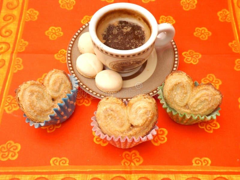 Μπισκότα και καφές στοκ εικόνες με δικαίωμα ελεύθερης χρήσης