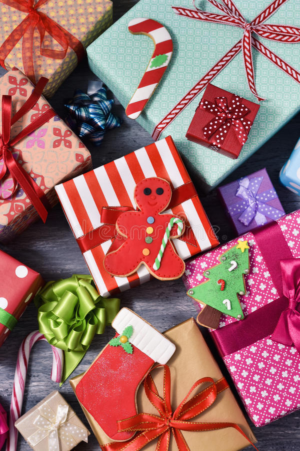 Μπισκότα και δώρα Χριστουγέννων στοκ εικόνες με δικαίωμα ελεύθερης χρήσης