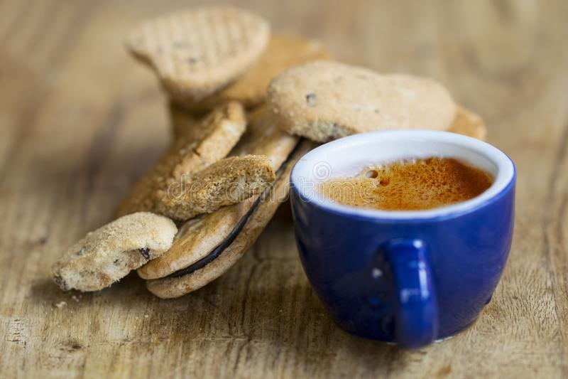 Μπισκότα καφέ και πίτουρου Espresso στοκ εικόνες